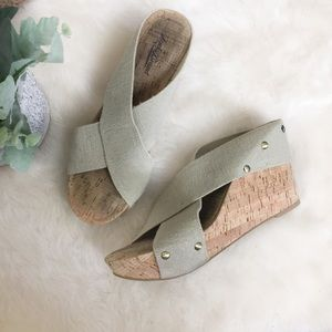 [Lucky Brand] Tan Slip On Cork Wedge Sandals
